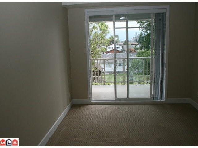 Condo Apartment at 215 46262 FIRST AVENUE, Unit 215, Chilliwack, British Columbia. Image 5