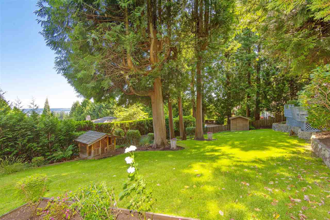 Detached at 4740 RUTLAND ROAD, West Vancouver, British Columbia. Image 3