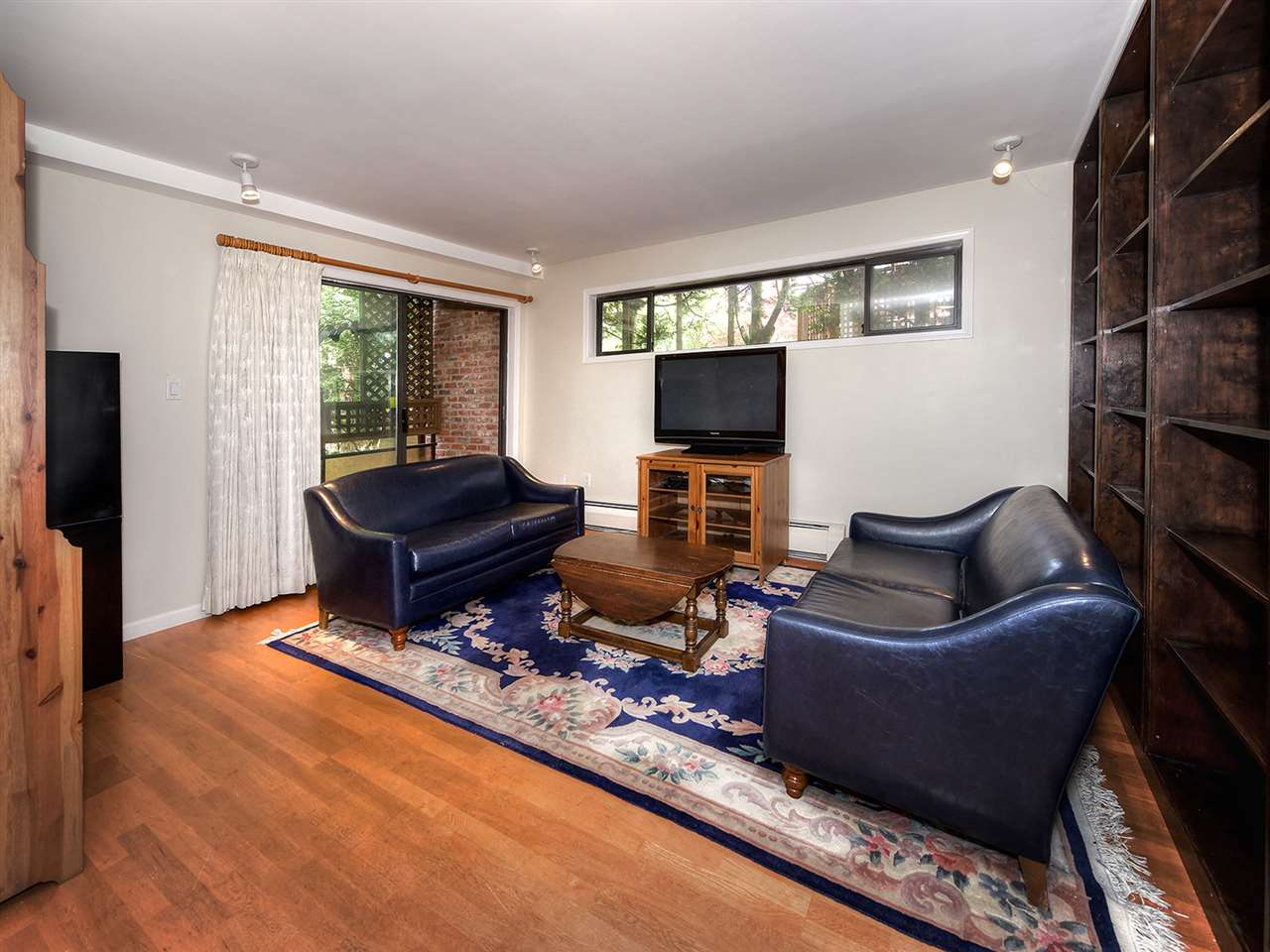 Condo Apartment at 205 2320 W 40TH AVENUE, Unit 205, Vancouver West, British Columbia. Image 6
