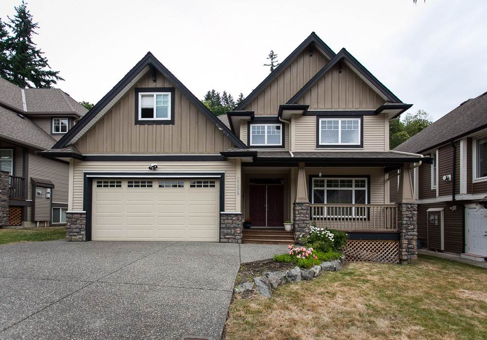 Detached at 2298 CAMERON CRESCENT, Abbotsford, British Columbia. Image 1