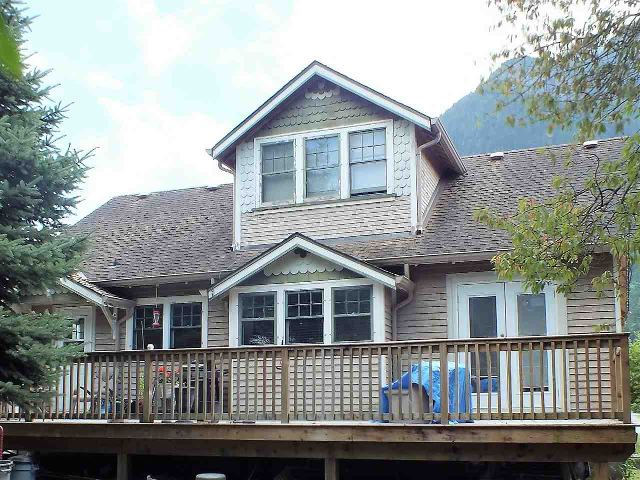 Detached at 355 HUDSON BAY STREET, Hope, British Columbia. Image 3