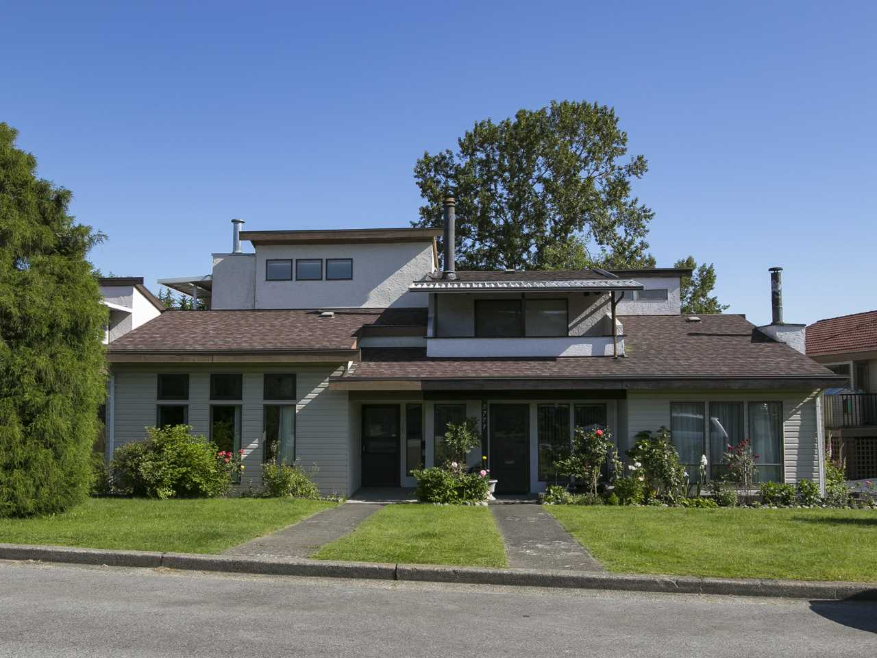 Half-duplex at 5769 HYDE STREET, Burnaby North, British Columbia. Image 13