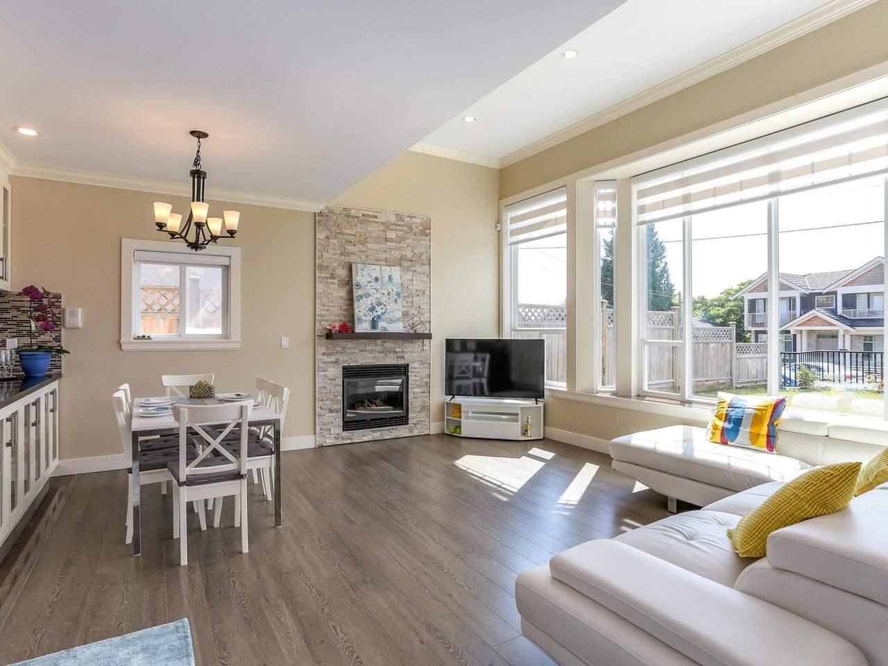 Half-duplex at 4952 LORRAINE AVENUE, Burnaby South, British Columbia. Image 3