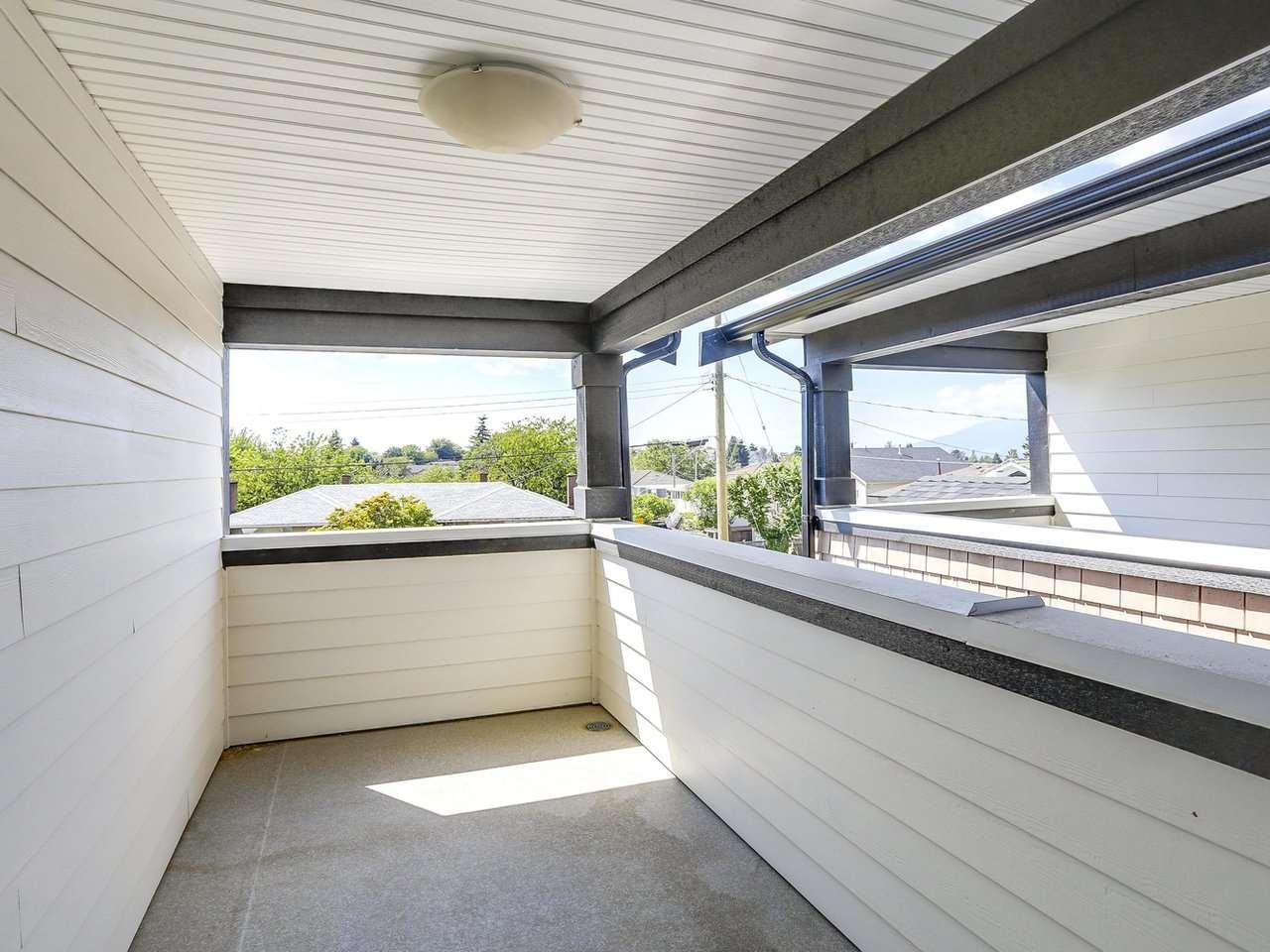 Half-duplex at 4952 LORRAINE AVENUE, Burnaby South, British Columbia. Image 17
