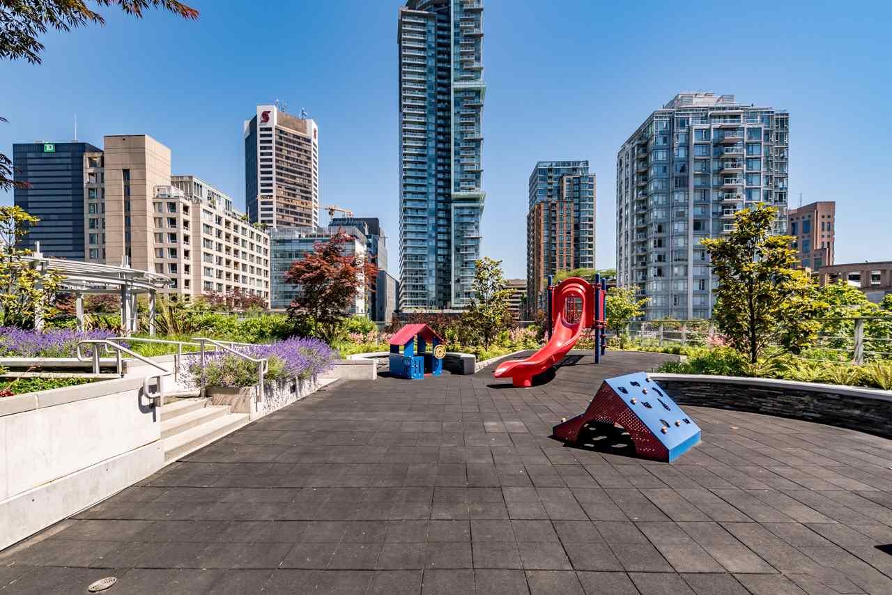 Condo Apartment at 3103 535 SMITHE STREET, Unit 3103, Vancouver West, British Columbia. Image 16