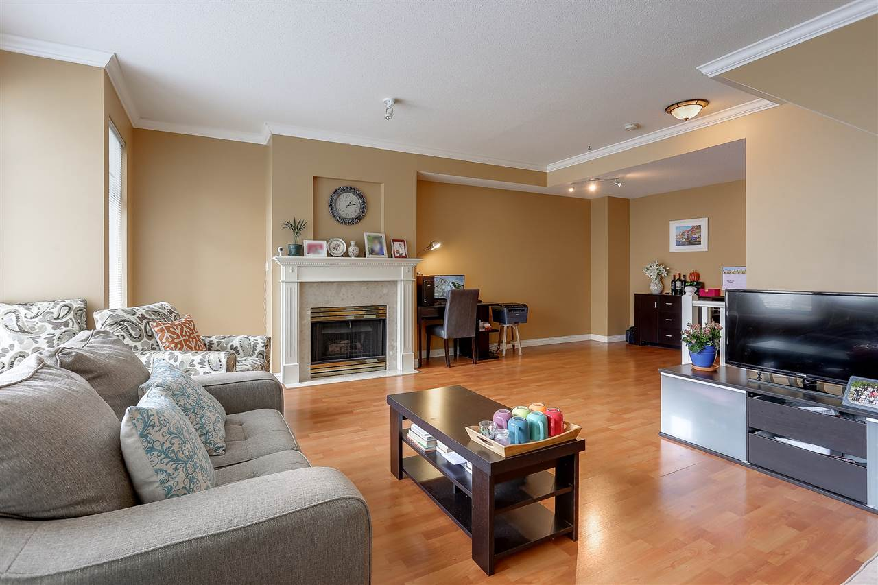 Townhouse at 54 5950 OAKDALE ROAD, Unit 54, Burnaby South, British Columbia. Image 3