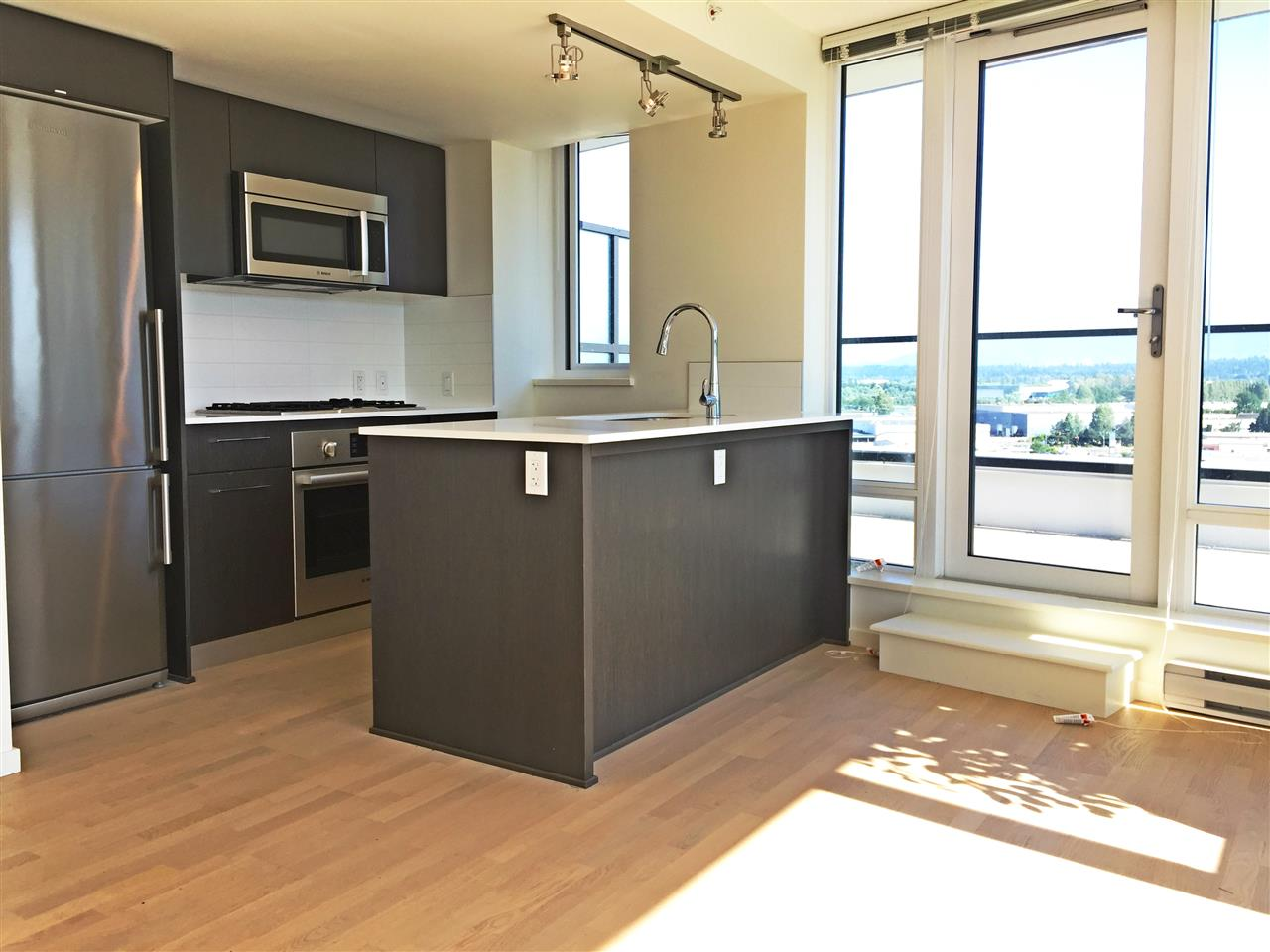 Condo Apartment at 1601 7733 FIRBRIDGE WAY, Unit 1601, Richmond, British Columbia. Image 3