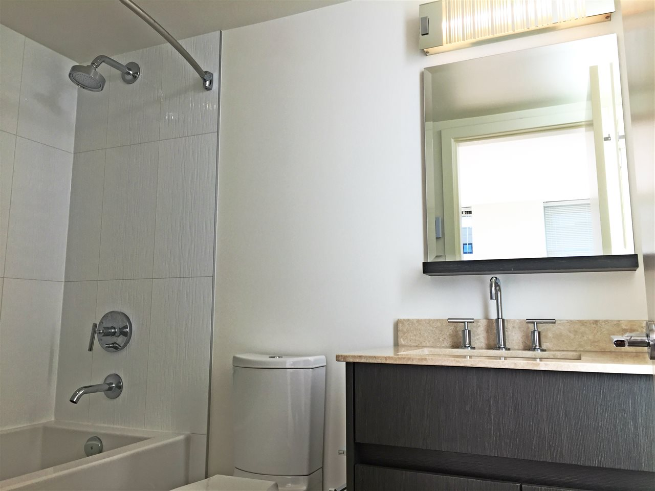 Condo Apartment at 1601 7733 FIRBRIDGE WAY, Unit 1601, Richmond, British Columbia. Image 7