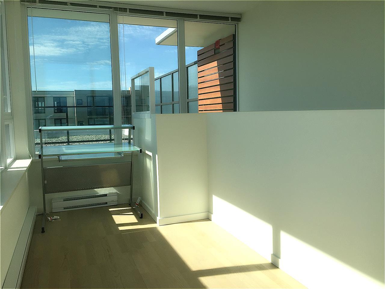 Condo Apartment at 1601 7733 FIRBRIDGE WAY, Unit 1601, Richmond, British Columbia. Image 8