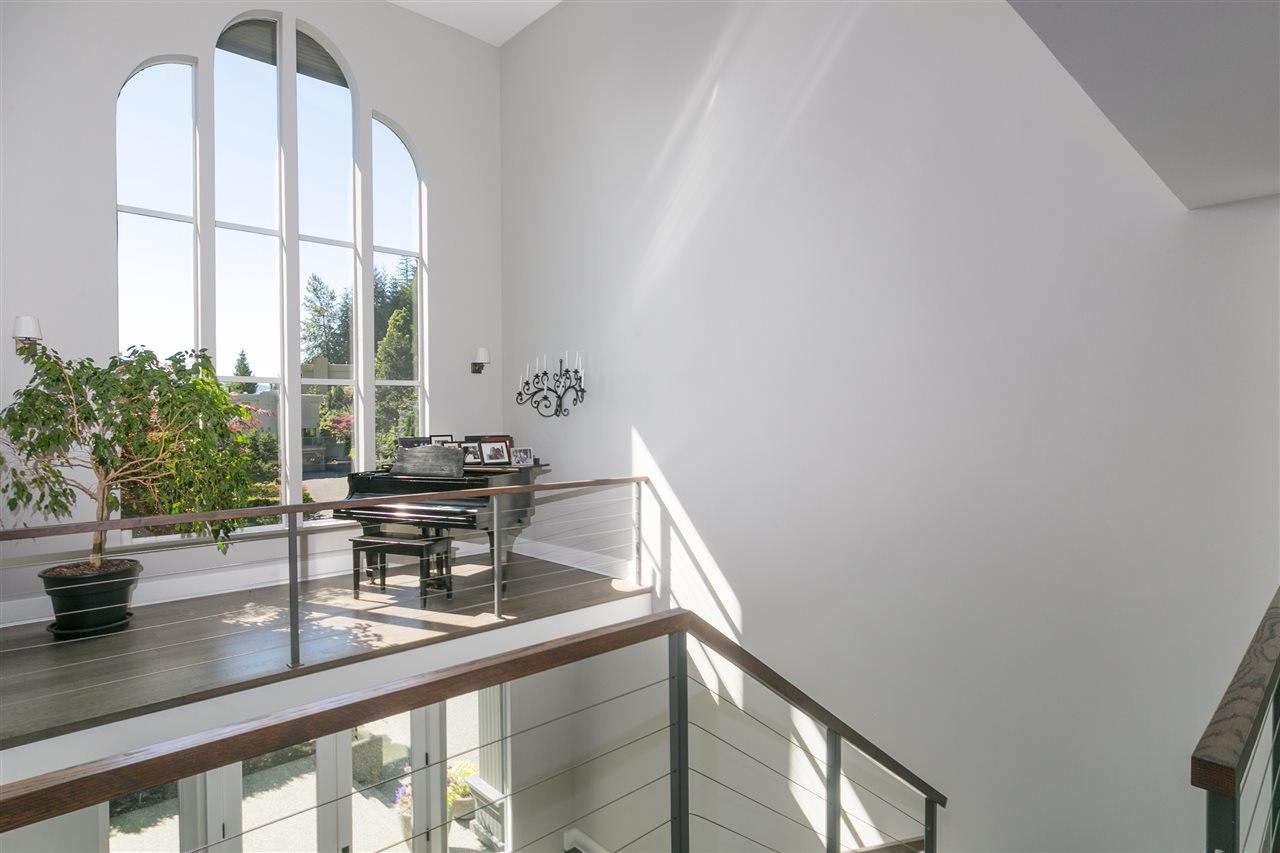 Detached at 4860 NORTHWOOD DRIVE, West Vancouver, British Columbia. Image 10