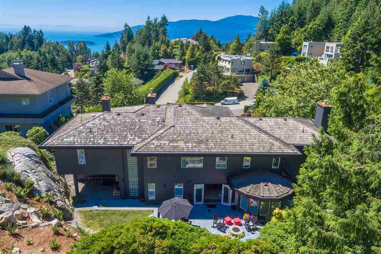Detached at 4860 NORTHWOOD DRIVE, West Vancouver, British Columbia. Image 20