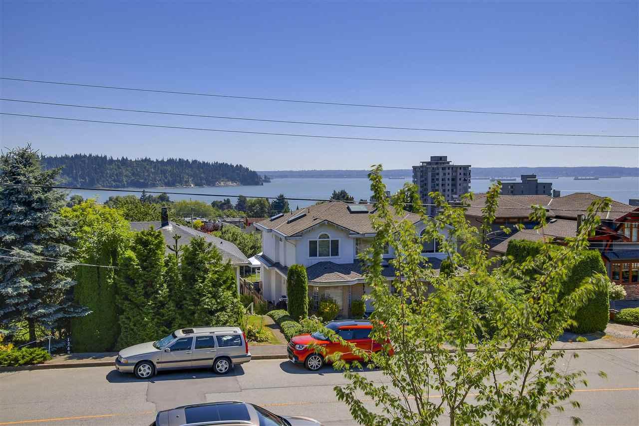 Detached at 1245 FULTON AVENUE, West Vancouver, British Columbia. Image 14