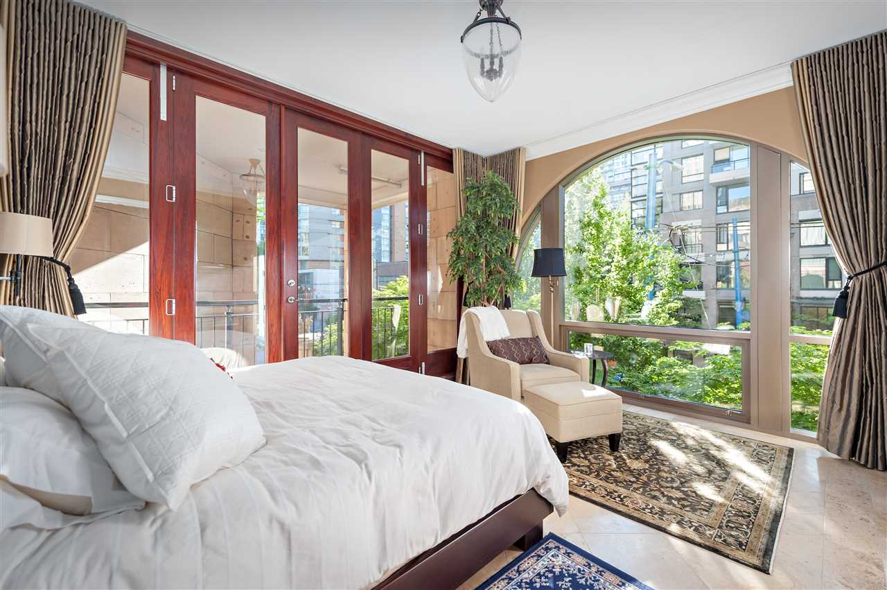 Townhouse at 1298 RICHARDS STREET, Vancouver West, British Columbia. Image 1
