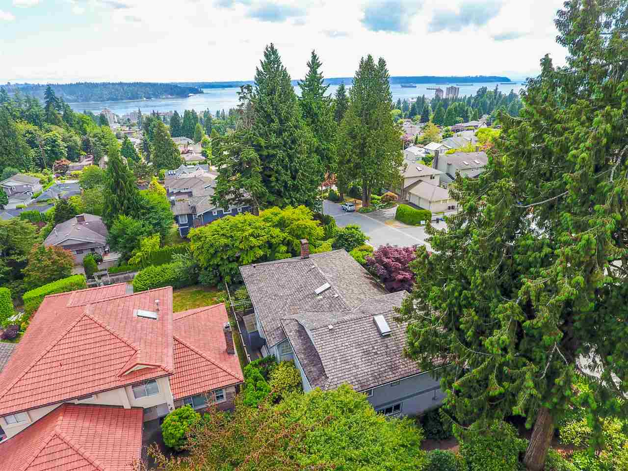 Detached at 1480 14TH STREET, West Vancouver, British Columbia. Image 18