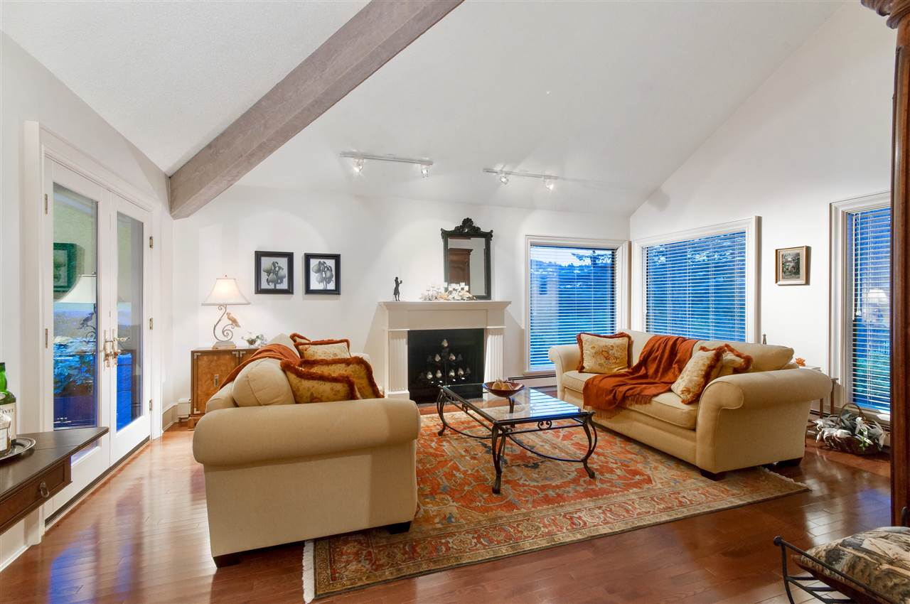 Detached at 5872 FALCON ROAD, West Vancouver, British Columbia. Image 3