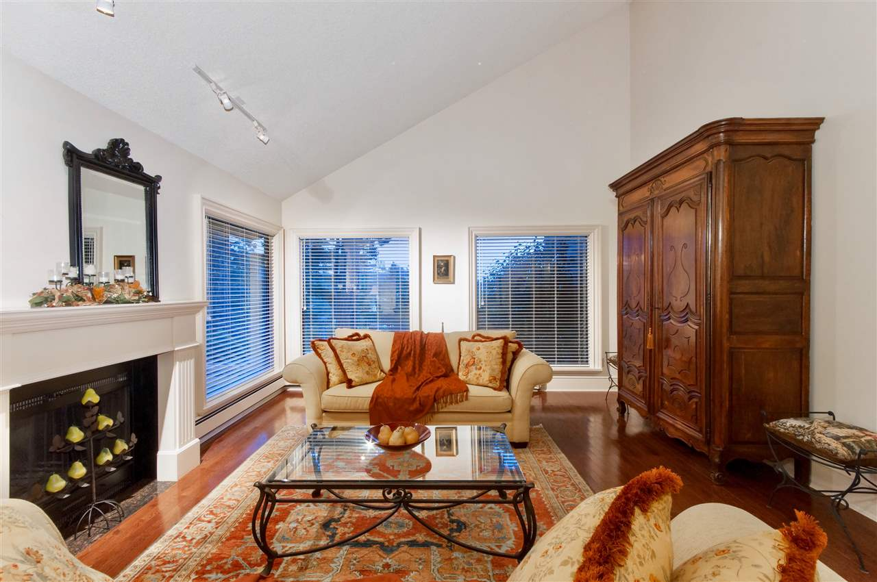 Detached at 5872 FALCON ROAD, West Vancouver, British Columbia. Image 4