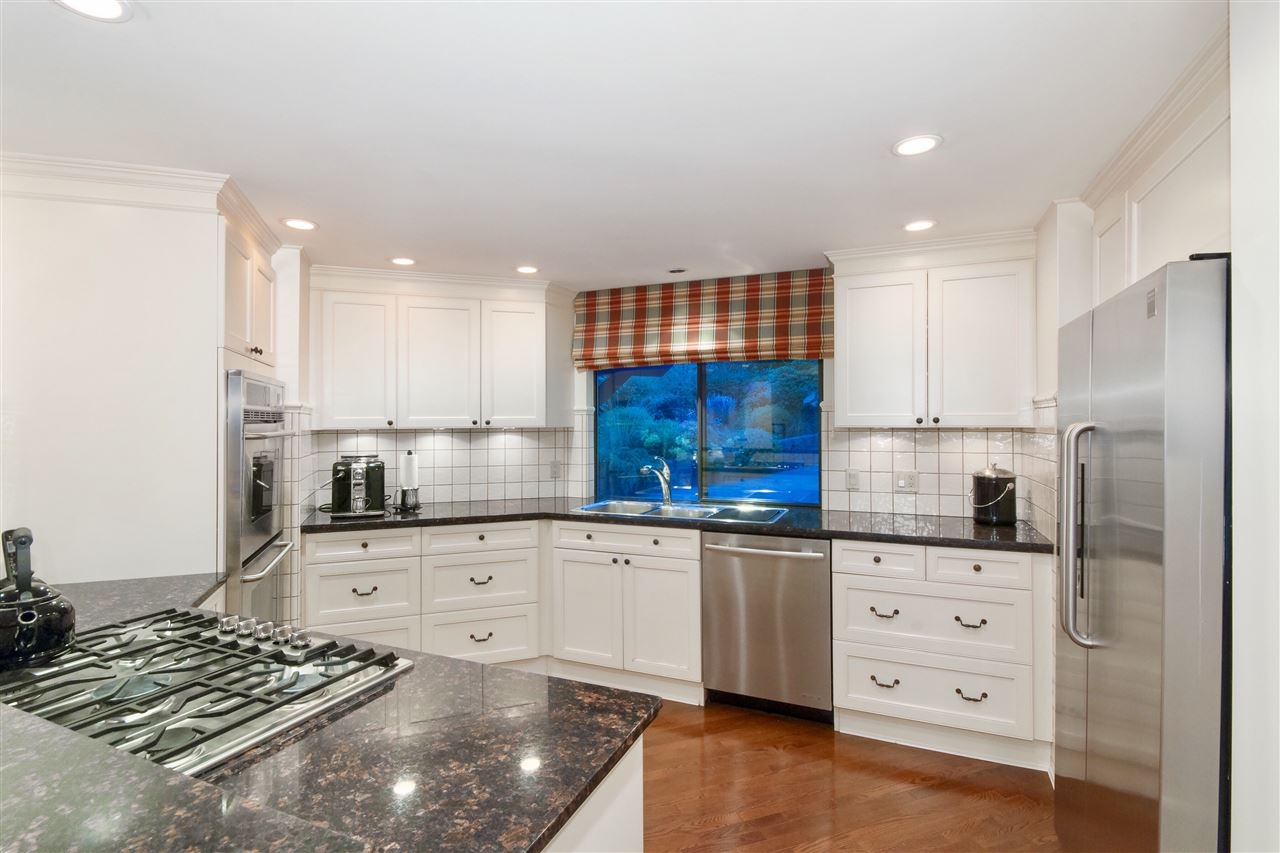 Detached at 5872 FALCON ROAD, West Vancouver, British Columbia. Image 7