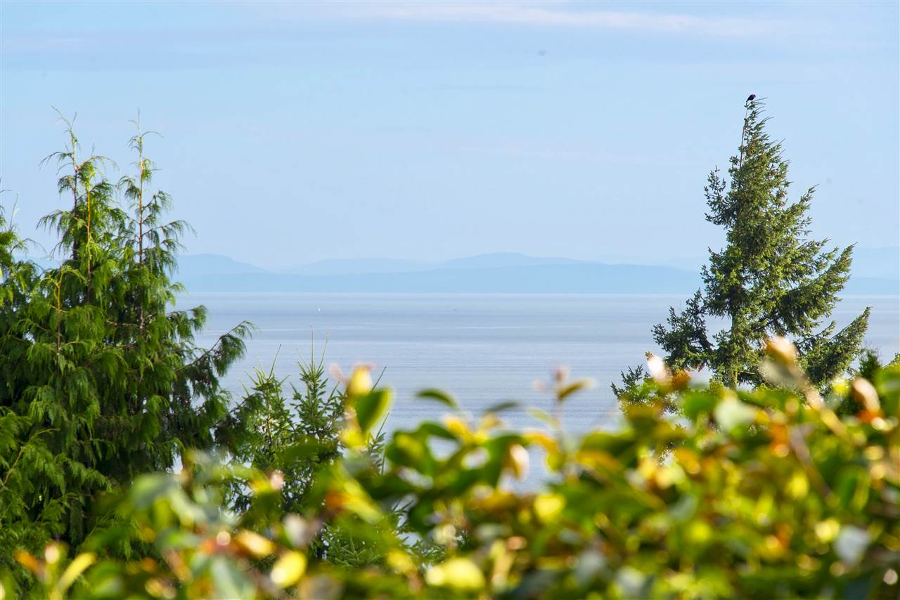 Detached at 5872 FALCON ROAD, West Vancouver, British Columbia. Image 11