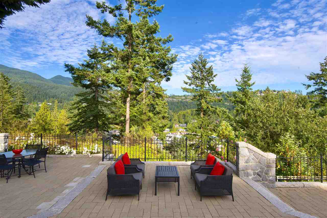 Detached at 5872 FALCON ROAD, West Vancouver, British Columbia. Image 12