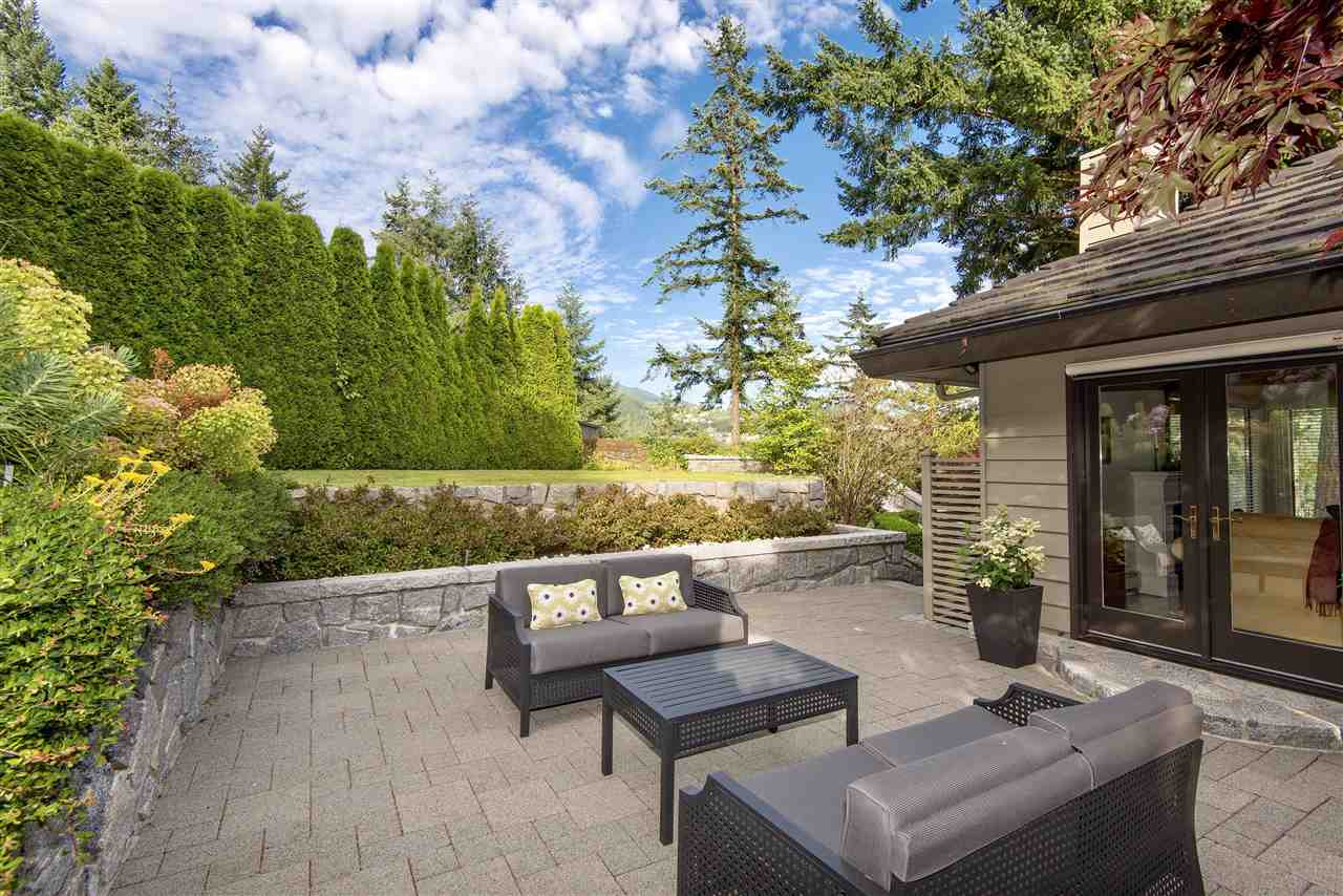Detached at 5872 FALCON ROAD, West Vancouver, British Columbia. Image 13