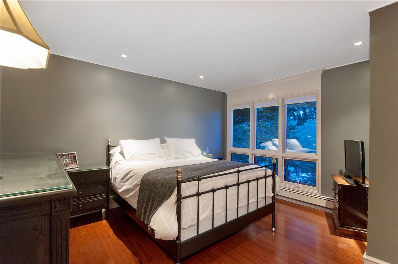 Detached at 5872 FALCON ROAD, West Vancouver, British Columbia. Image 14