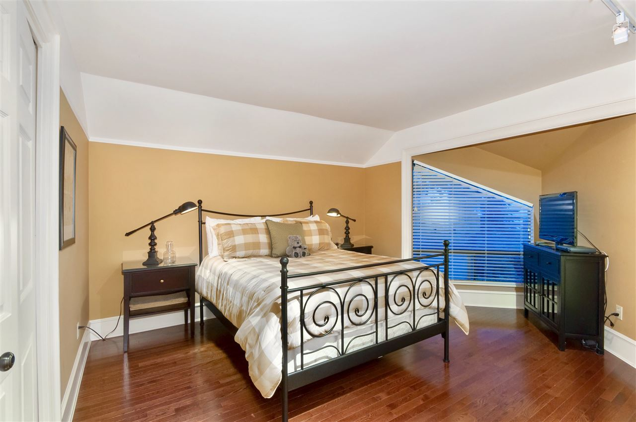 Detached at 5872 FALCON ROAD, West Vancouver, British Columbia. Image 16