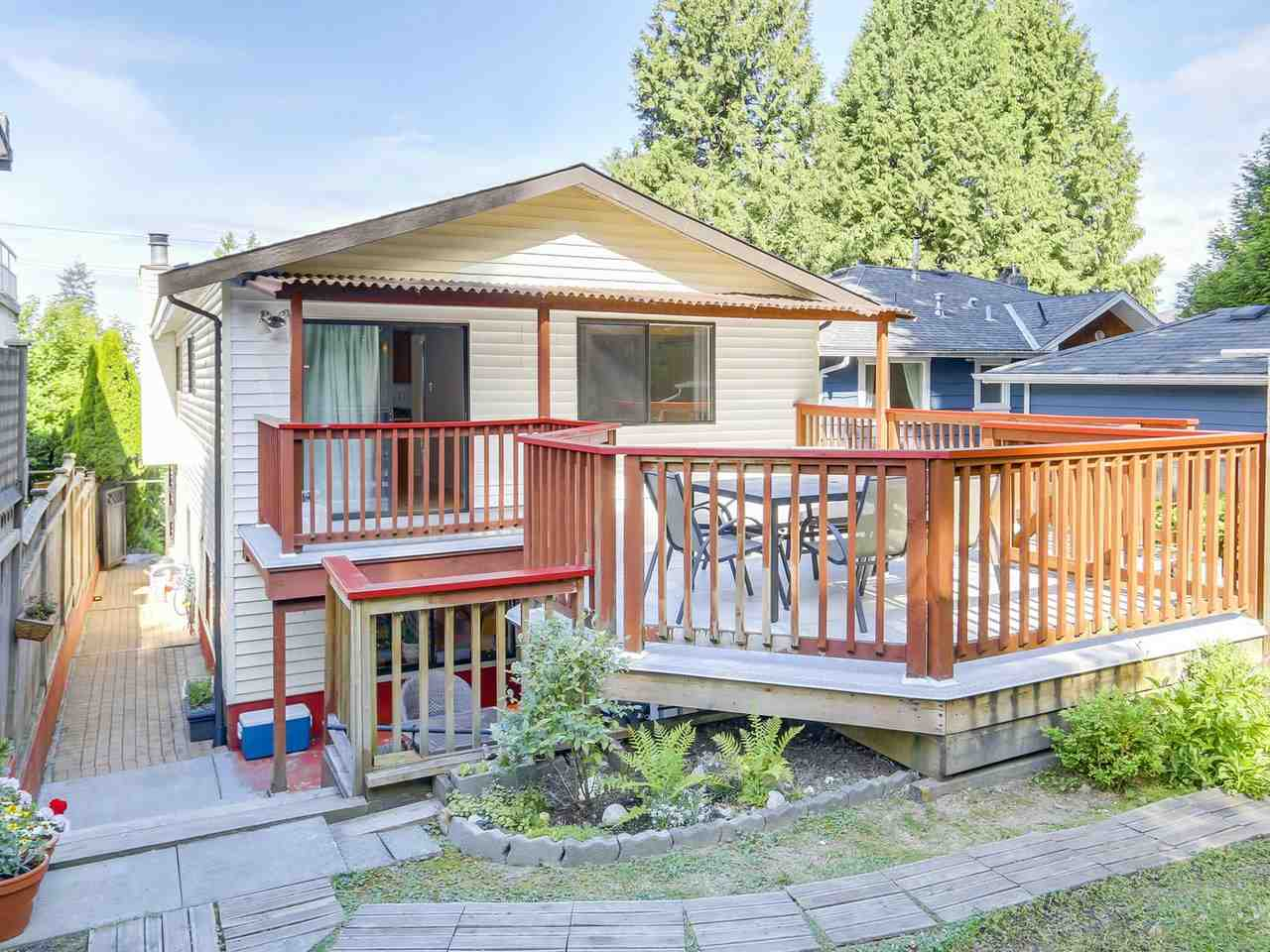Detached at 1910 RIDGEWAY AVENUE, North Vancouver, British Columbia. Image 14
