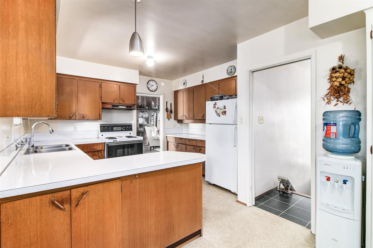 Detached at 6815 YEOVIL PLACE, Burnaby North, British Columbia. Image 11