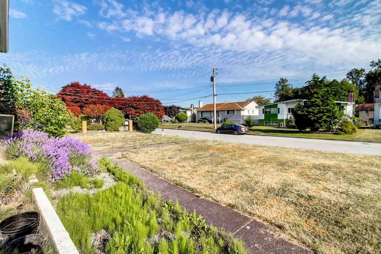 Detached at 6815 YEOVIL PLACE, Burnaby North, British Columbia. Image 17