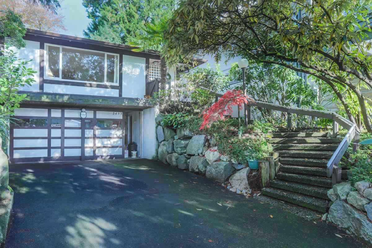 Detached at 2493 HAYWOOD AVENUE, West Vancouver, British Columbia. Image 1