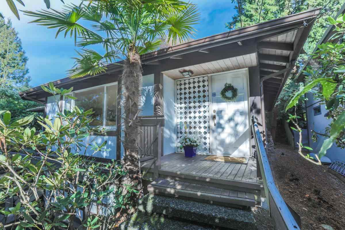 Detached at 2493 HAYWOOD AVENUE, West Vancouver, British Columbia. Image 2