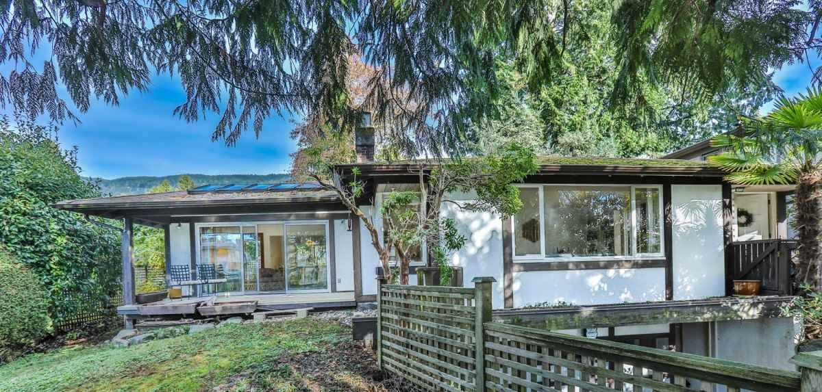 Detached at 2493 HAYWOOD AVENUE, West Vancouver, British Columbia. Image 16