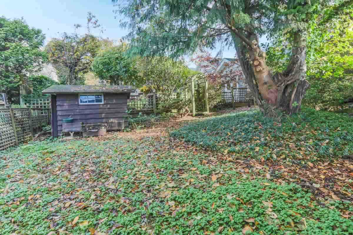 Detached at 2493 HAYWOOD AVENUE, West Vancouver, British Columbia. Image 17