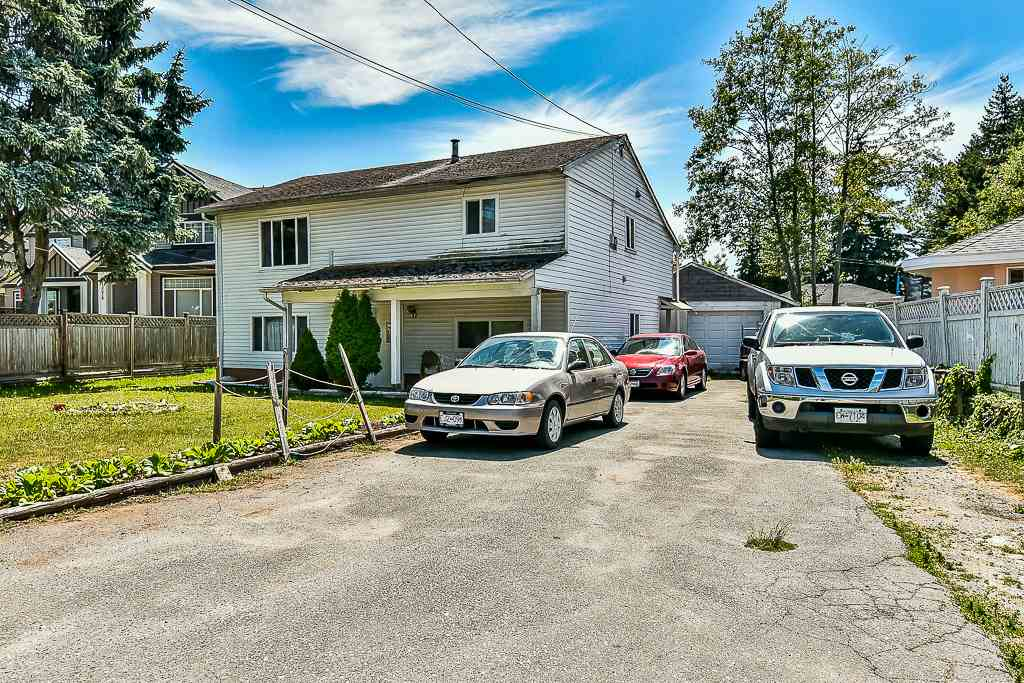Detached at 13074 OLD YALE ROAD, North Surrey, British Columbia. Image 2
