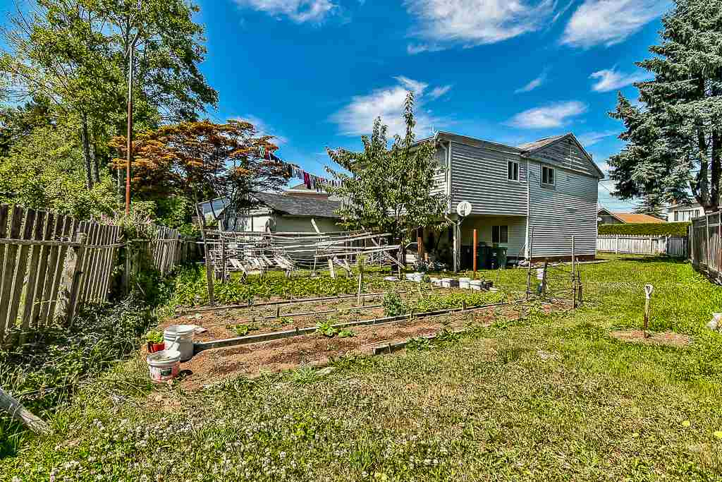 Detached at 13074 OLD YALE ROAD, North Surrey, British Columbia. Image 6