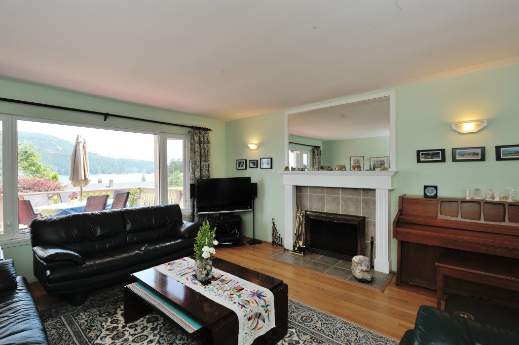 Detached at 351 BEACHVIEW DRIVE, North Vancouver, British Columbia. Image 5