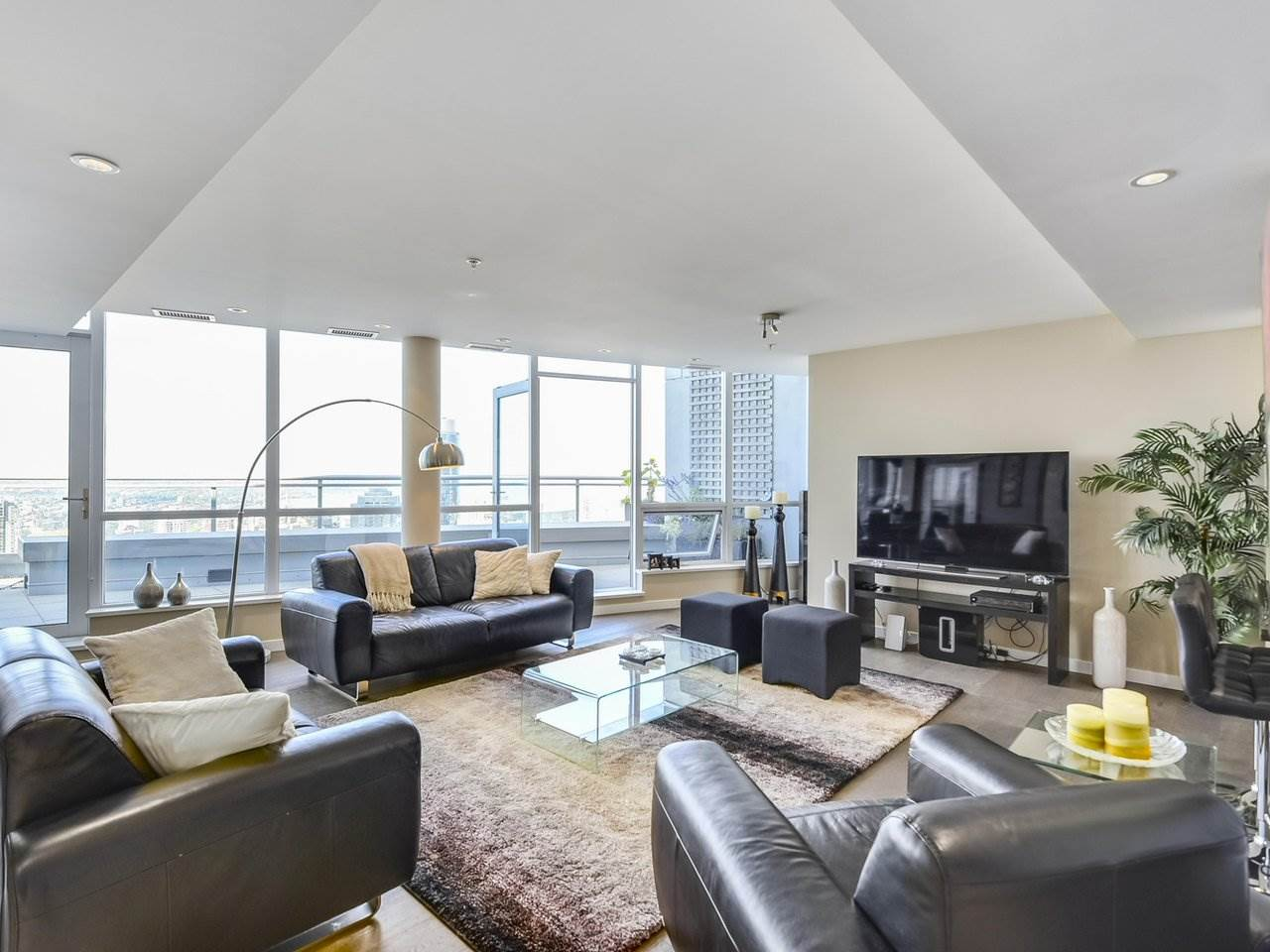 Condo Apartment at PH3 833 SEYMOUR STREET, Unit PH3, Vancouver West, British Columbia. Image 3