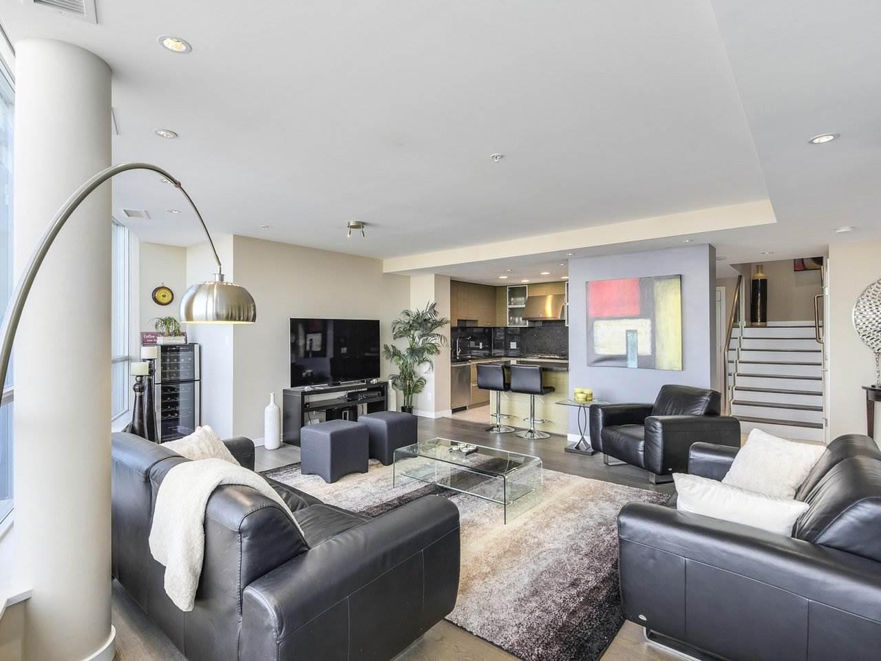 Condo Apartment at PH3 833 SEYMOUR STREET, Unit PH3, Vancouver West, British Columbia. Image 4