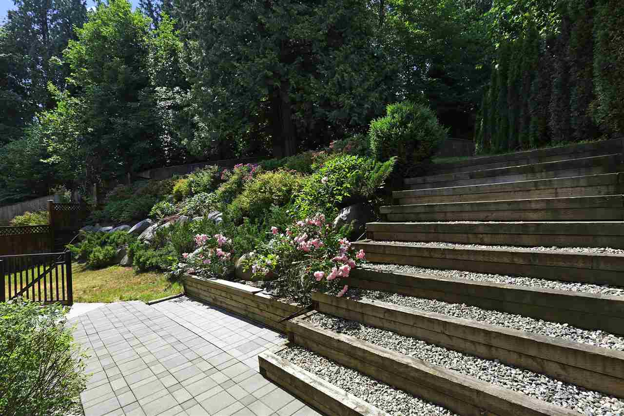 Detached at 639 W 24TH CLOSE, North Vancouver, British Columbia. Image 2