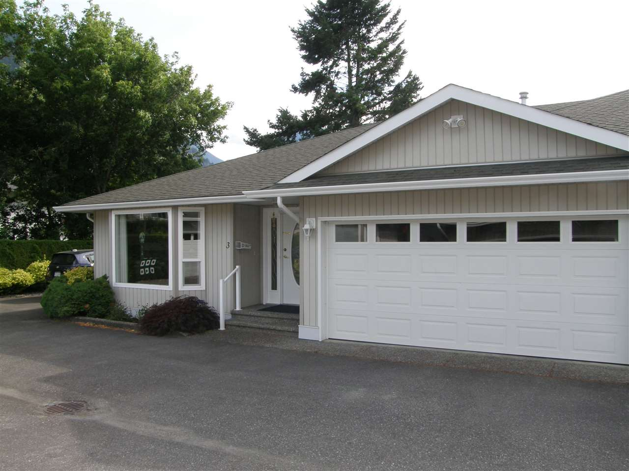 Townhouse at 3 530 COQUIHALLA STREET, Unit 3, Hope, British Columbia. Image 1