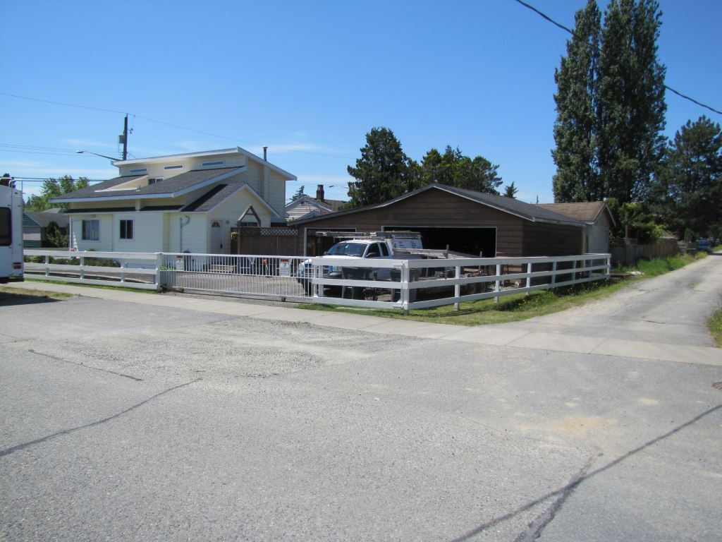 Detached at 17487 58A AVENUE, Cloverdale, British Columbia. Image 2