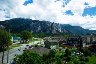 Townhouse at 4 38447 BUCKLEY AVENUE, Unit 4, Squamish, British Columbia. Image 2