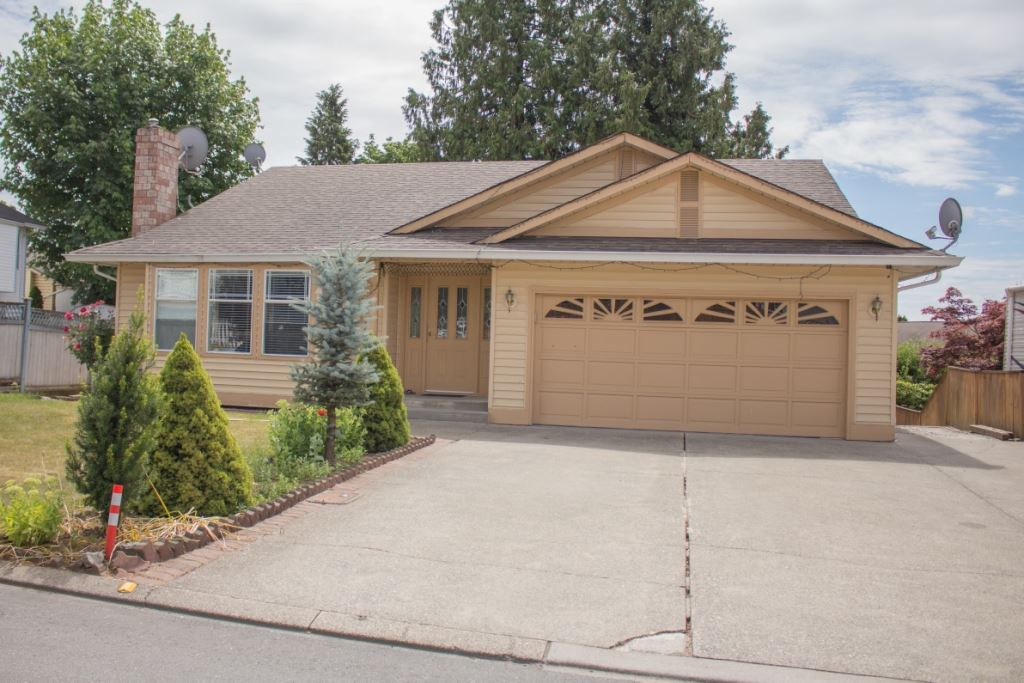 Detached at 31174 EDGEHILL AVENUE, Abbotsford, British Columbia. Image 1