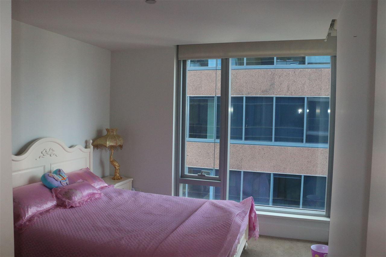 Condo Apartment at 2002 667 HOWE STREET, Unit 2002, Vancouver West, British Columbia. Image 17