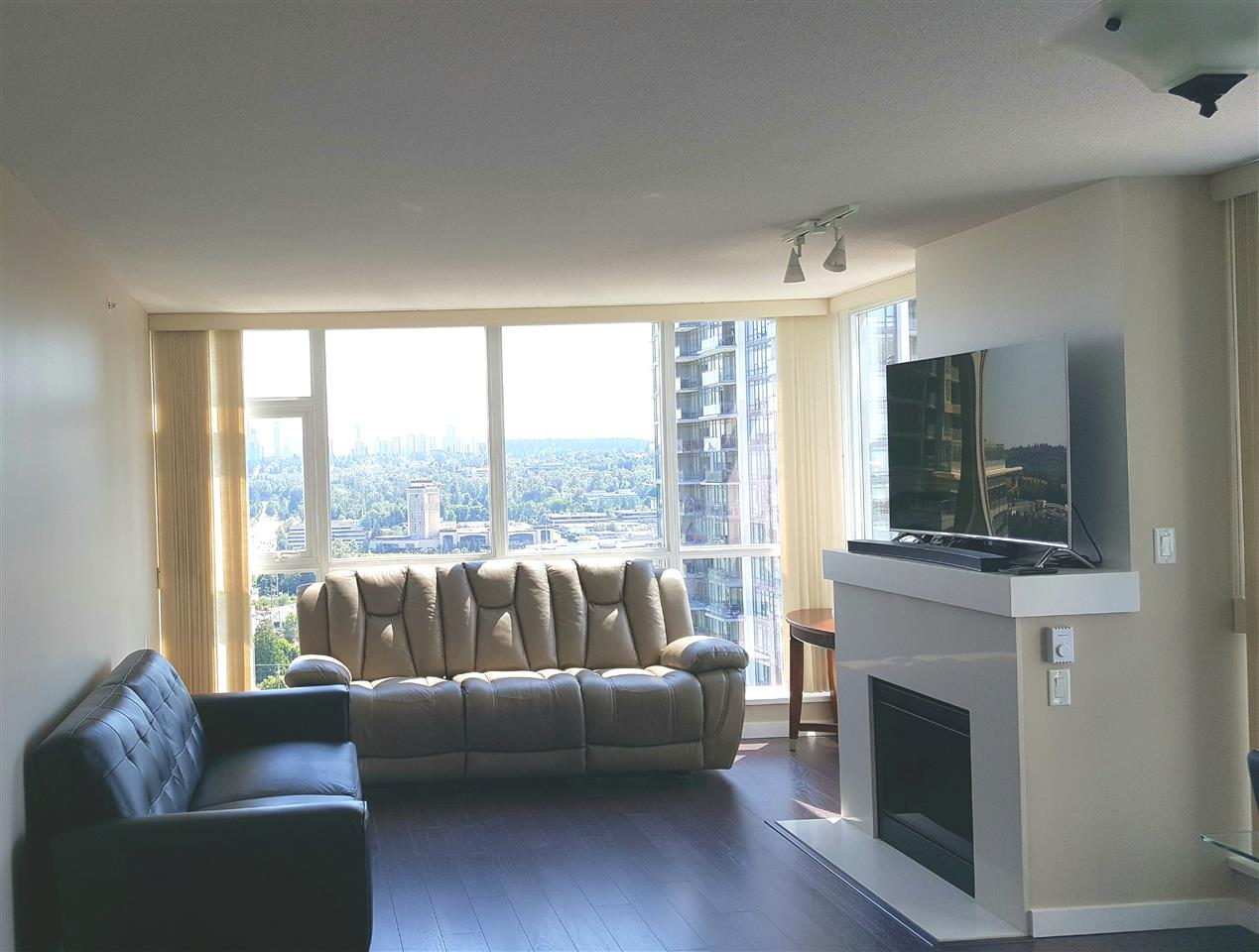 Condo Apartment at 2005 4400 BUCHANAN STREET, Unit 2005, Burnaby North, British Columbia. Image 6