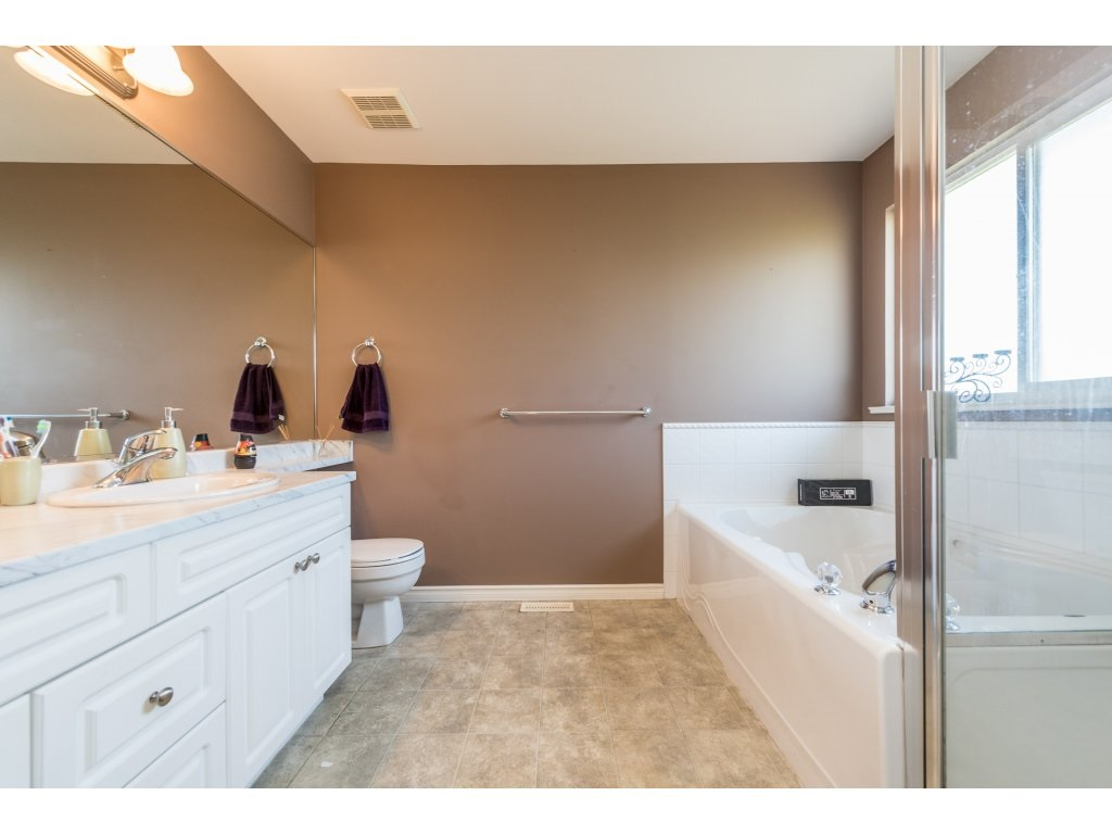 Detached at 18917 69A AVENUE, Cloverdale, British Columbia. Image 12