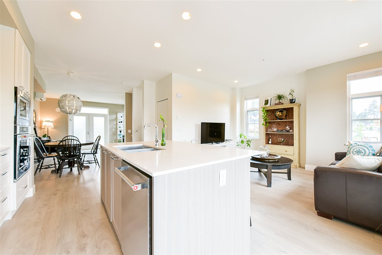Townhouse at 1 15918 MOUNTAIN VIEW DRIVE, Unit 1, South Surrey White Rock, British Columbia. Image 8