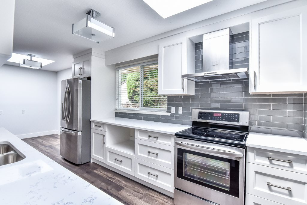 Detached at 1613 142 STREET, South Surrey White Rock, British Columbia. Image 3