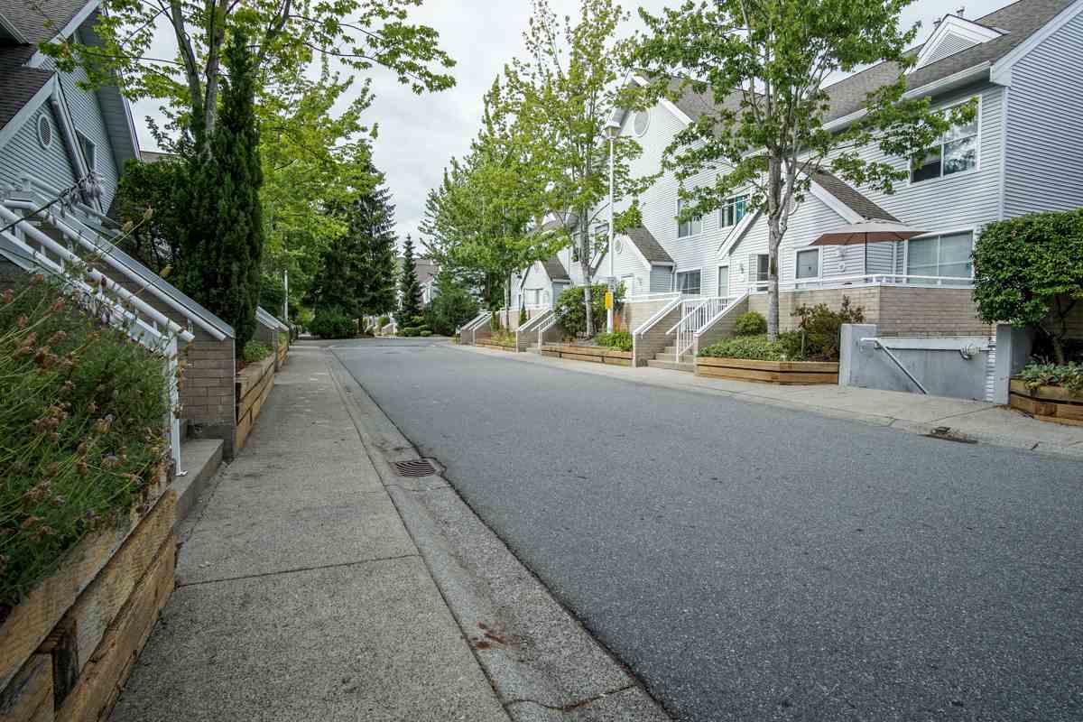 Townhouse at 11 13713 72A AVENUE, Unit 11, Surrey, British Columbia. Image 3