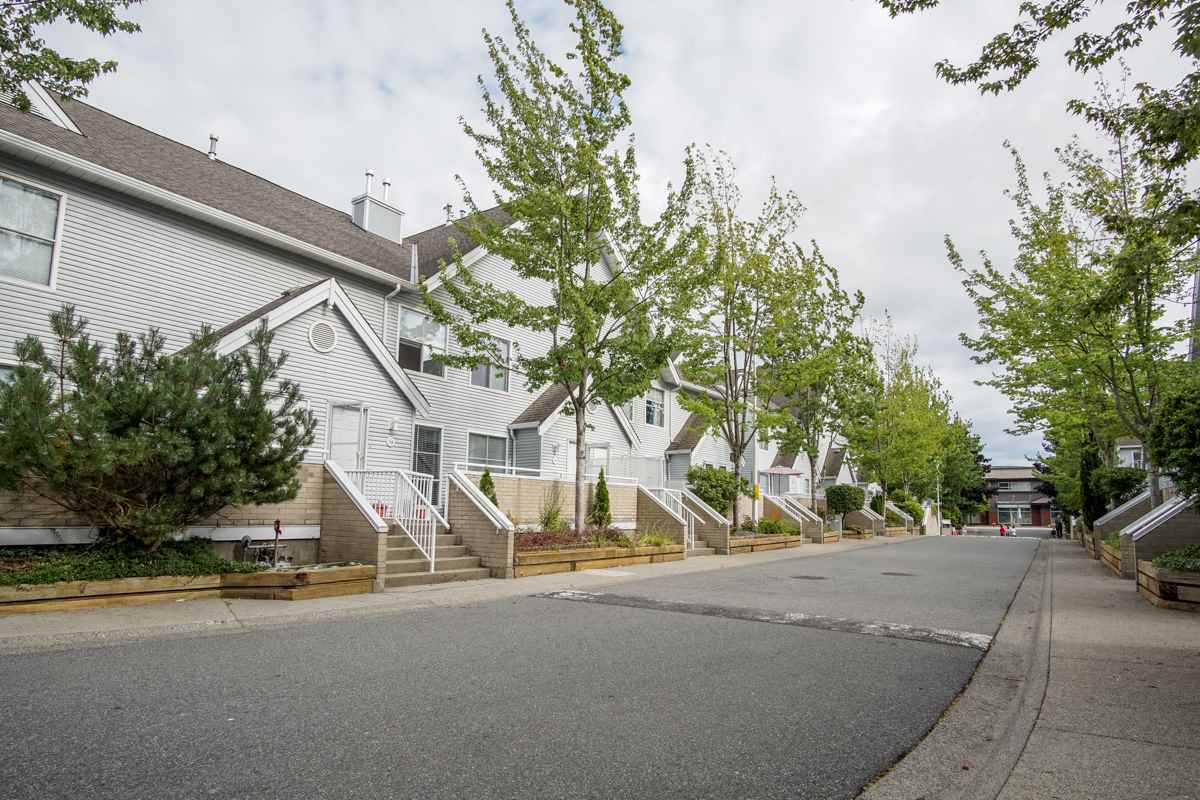 Townhouse at 11 13713 72A AVENUE, Unit 11, Surrey, British Columbia. Image 5